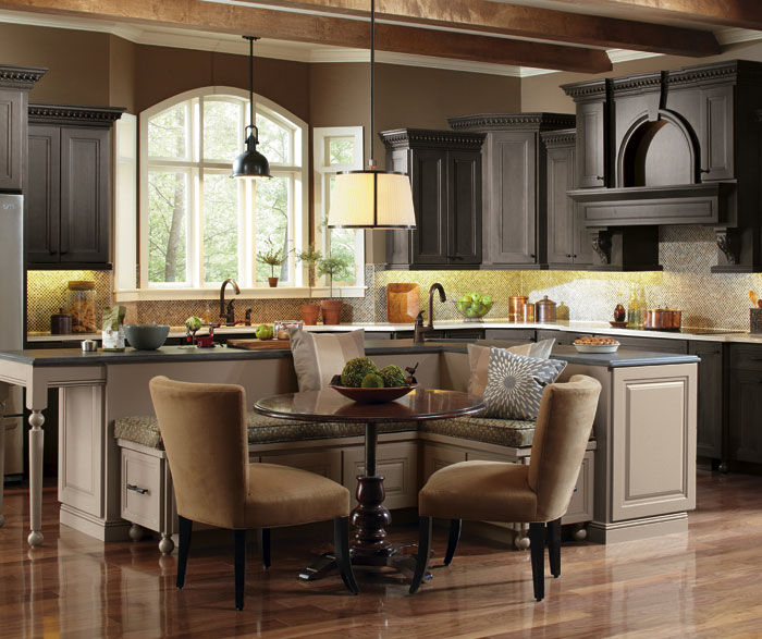 casual kitchen with a large kitchen island - Large Kitchen Islands
