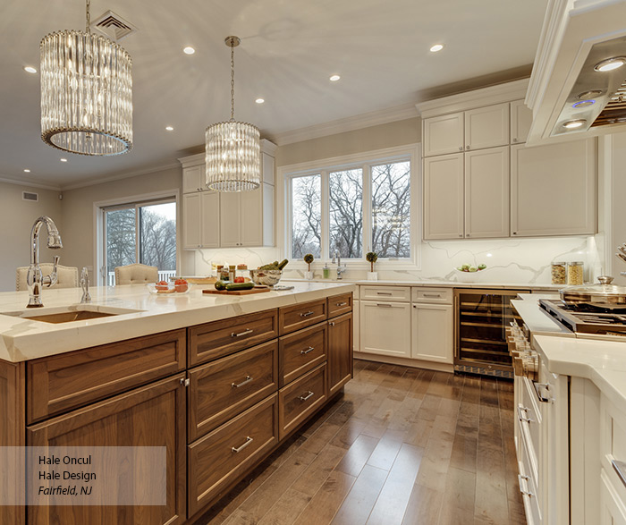 Casual White Maple and Walnut Kitchen Cabinets