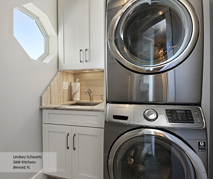 Monterey Oak laundry room cabinets in Pearl