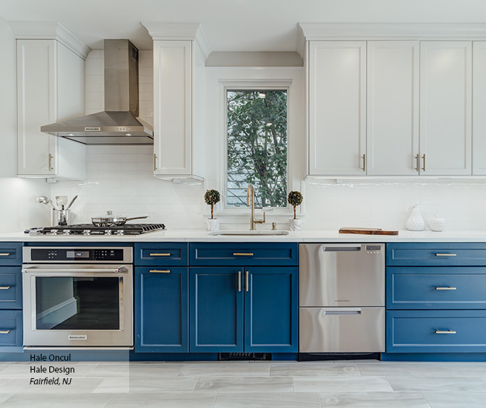 blue_white_transitional_maple_kitchen_cabinets